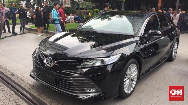 Harapan Sedan Berdiri di Keramaian MPV Indonesia