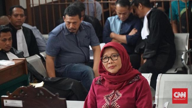 Dalam kesaksiannya di sidang tipikor terdakwa eks Kalapas Sukamiskin Wahid Husen, Dirjen PAS Sri Puguh mengaku baru tahu soal kado tas LV saat diperiksa KPK.