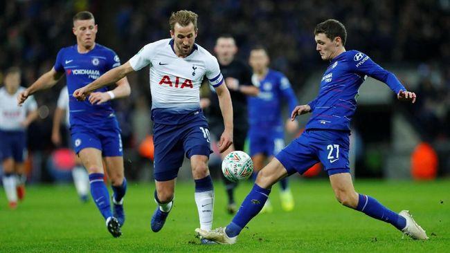Manajer Chelsea Maurizio Sarri menilai penyerang Tottenham Hotspur, Harry Kane, lebih dulu berada dalam posisi offside sebelum mendapat penalti.