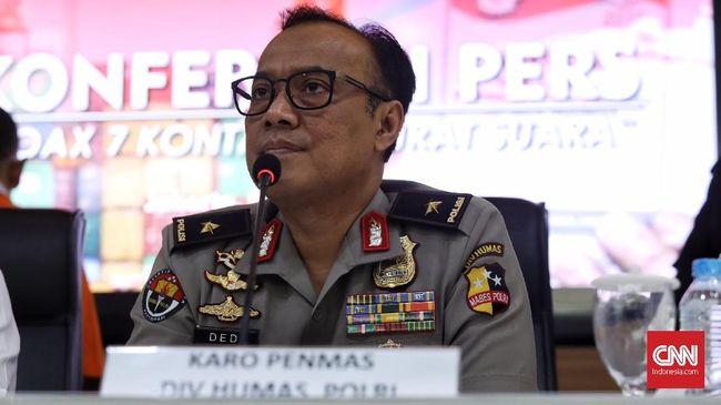 Karopenmas Polri Brigjen Dedi Prasetyo membantah tudingan Amien Rais yang menyebut polisi berbau PKI pada aksi 22 Mei. Dedi meminta Amien menyebutkan fakta.