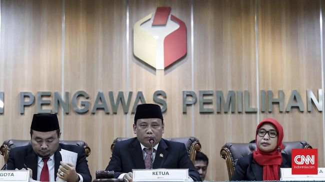 Ketua Bawaslu, Abhan, butuh sekitar 14 hari untuk mengkaji surat KPAI. Hal ini terkait dugaan pelibatan cucu Jokowi, Jan Ethes, dalam kegiatan politik.