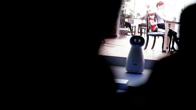 Robot mengambil alih tugas pembaca berita TV di Cina