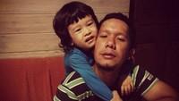 <p>Throwback saat Sheemar masih imut, mirip dengan sang ayah ya? (Foto: Instagram @anggapuradiredja)</p>