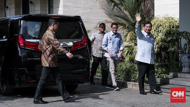 Prabowo dan Sandi kompak mengenakan baju biru saat menyambangi kediaman Ketum Demokrat Susilo Bambang Yudhoyono. Pertemuan disebut mempersiapkan debat Pilpres.