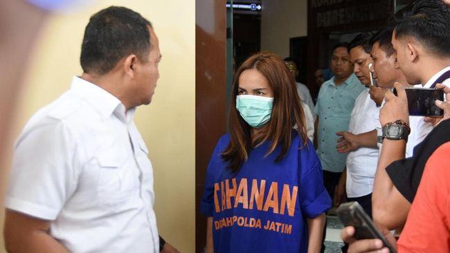 Direktur LBH menilai pembeberan nama-nama artis oleh Polda Jatim terkait prostitusi melanggar asas praduga tak bersalah.