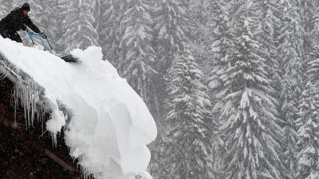 Masyarakat Indonesia kini bisa merasakan turunnya salju, mencoba permainan ski, dan menaiki kereta gantung khas Alpen di Trans Snow World, Bekasi.