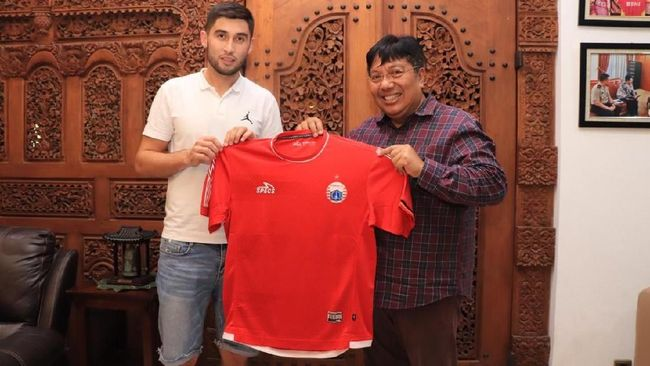 Persija Jakarta resmi merekrut gelandang Uzbekistan Jakhongir Abdumuminov untuk menggantikan Rohit Chand untuk kompetisi musim yang akan datang.