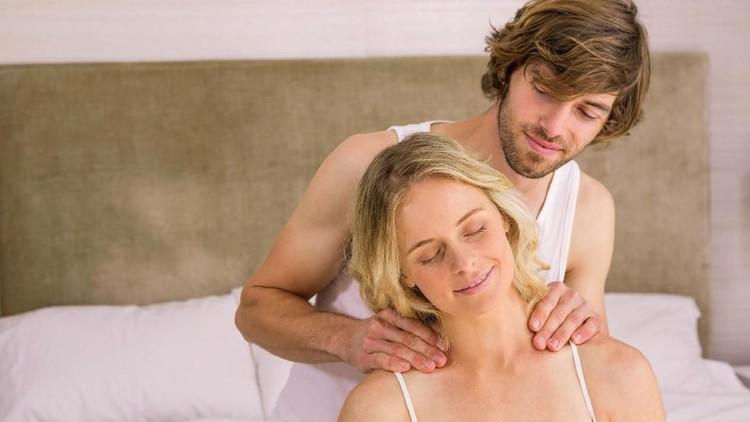 Kata orang, berhubungan intim ketika hamil tua enggak disarankan, apa alasannya ya?