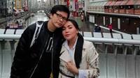 """<p>Kemesraan pasangan Dewi Gita dan<a href=""""https://hot.detik.com/video/181121093/kunci-langgengnya-pernikahan-armand-maulana-dan-dewi-gita"""" target=""""_blank"""">Armand Maulaya</a> yang baru merayakan ultah ke-25 pernikahan, nggak perlu diragukan lagu ya, Bun? [Foto: Instagram/@armandmaulana]. </p>"""