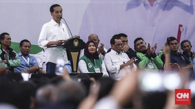 Presiden Joko Widodo memberikan saran kepada pengemudi online untuk mendahulukan kompetensi calon pemimpin ketimbang ribut beda pilihan.