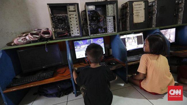 Kepala Satpol PP Kota Bandung mengatakan pembubaran arena gim daring itu dilakukan setelah ada aduan warga.