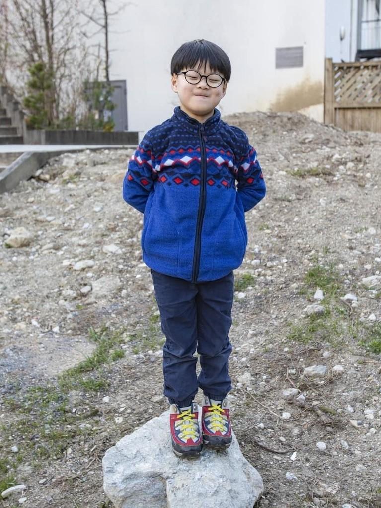 Song Manse, anak terakhir ini dikenal sebagai bocah yang paling lincah dari kedua saudaranya. Ia juga memiliki karisma tersendiri yang bisa membuat para penggemar gemas.