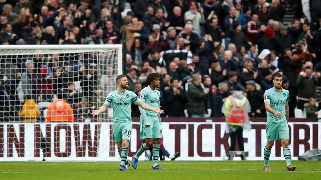 Arsenal takluk 0-1 di markas West Ham United dalam lanjutan Liga Primer Inggris yang dihelat di Stadion London, Sabtu (12/1).