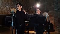 <p>Untuk merayakan ulang tahun pernikahan mereka yang menginjak seperempat abad, Armand dan Dewi menggelar konser yang bertajuk '1 Hati 1 Cinta'. (Foto: Instagram @dewigita01)</p>