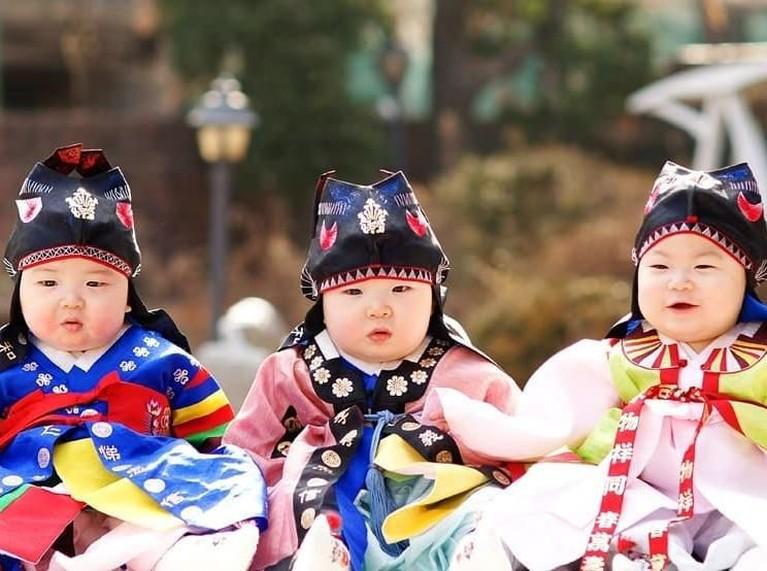Pesona putra dari pasangan Song Il Kook dan Jung Seung Yeon, ini telah mencuri perhatian dunia. Mereka lahir pada 16 Maret 2012 lalu.