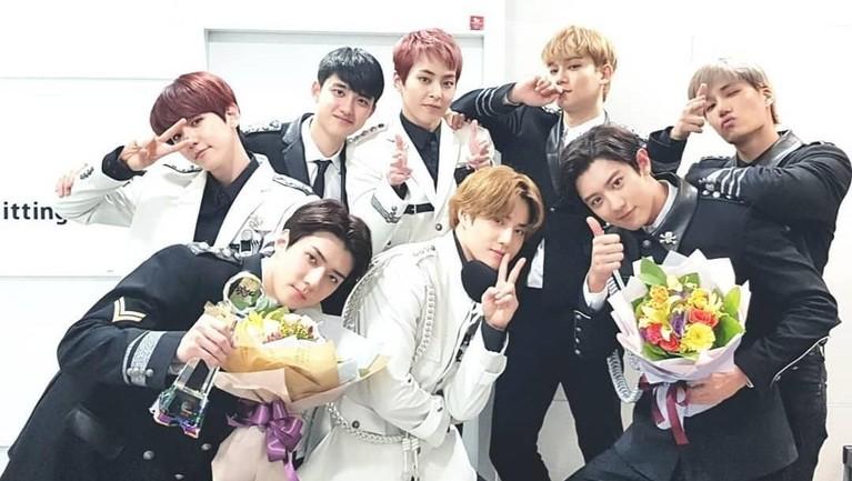 Nah walaupun sering jahil, Sehun ternyata sangat menyayangi para hyungnya. Diketahui Sehun selalu menyelipkan doa untuk para member EXO.