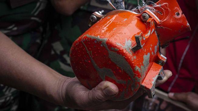 Kotak hitam atau black box pesawat Sriwijaya Air SJ 182 ditemukan oleh pasukan Dinas Penyelamatan Bawah Air (Dislambair) Komando Armada I TNI AL.