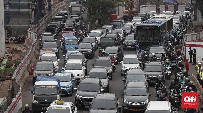Kenaikan Pajak Bea Balik Nama Kendaraan Bermotor diharapkan mampu menekan jumlah kendaraan ada di ibu kota, yang bisa berimbas kemacetan berkurang.