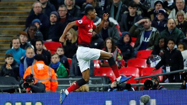 Marcus Rashford membawa Manchester United unggul 1-0 atas Tottenham Hotspur pada babak pertama lanjutan Liga Inggris di Stadion Wembley, Minggu (13/1).