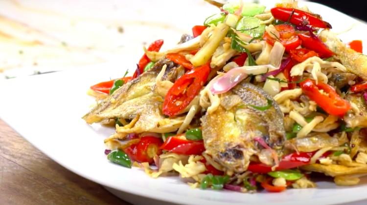 Resep ikan asin berikut ini membuat Bunda ketagihan dengan paduan rasa asin dan pedasnya. Lezat luar biasa!