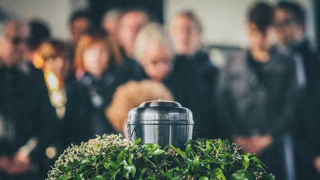 Abu hasil kremasi Charles Manson menjadi bahan dasar untuk pembuatan topeng wajah musisi kontroversial yang menjadi terdakwa sejumlah kasus pembunuhan tersebut.