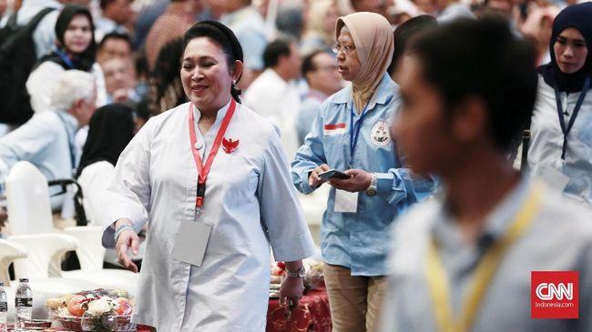 Sejumlah tokoh politik tampak di hadir di acara Malam Munajat 212 di Monas, Jakarta pada Kamis (21/2) termasuk Titiek Soeharto yang mendapat sambutan meriah.