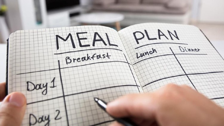 Bagi Bunda yang baru mulai diet, menghitung kalori cenderung merepotkan. Simak yuk tujuh tips turunkan berat badan tanpa menghitung kalori.
