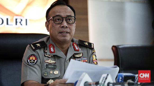 Pihak kepolisian mobil menyatakan ambulans milik ormas GARIS berisi uang, busur panah, bambu runcing dipakai untuk mengelabui aparat keamanan saat rusuh 22 Mei.