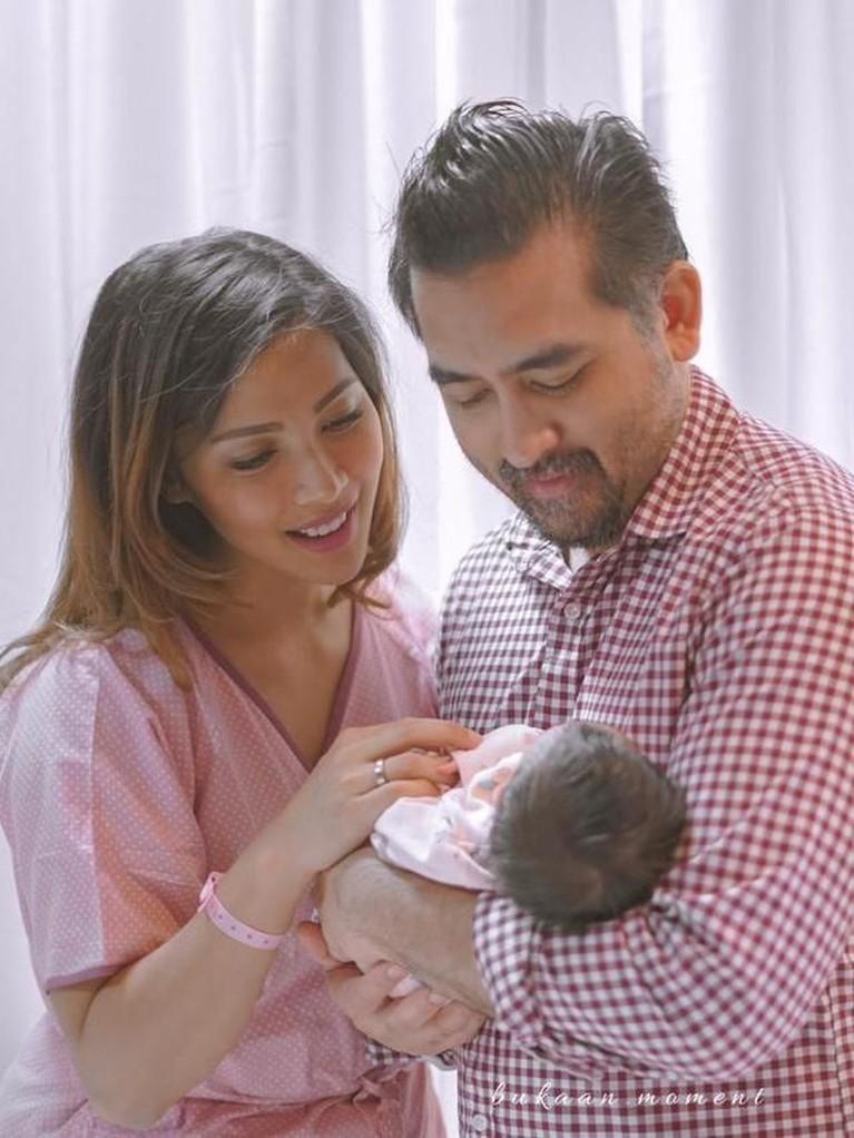Beberapa jam sebelum melahirkan, Nadia bahkan sempat pergi ke salon dan bioskop bersama sang suami, Dastin Mirjaya Mudijana.