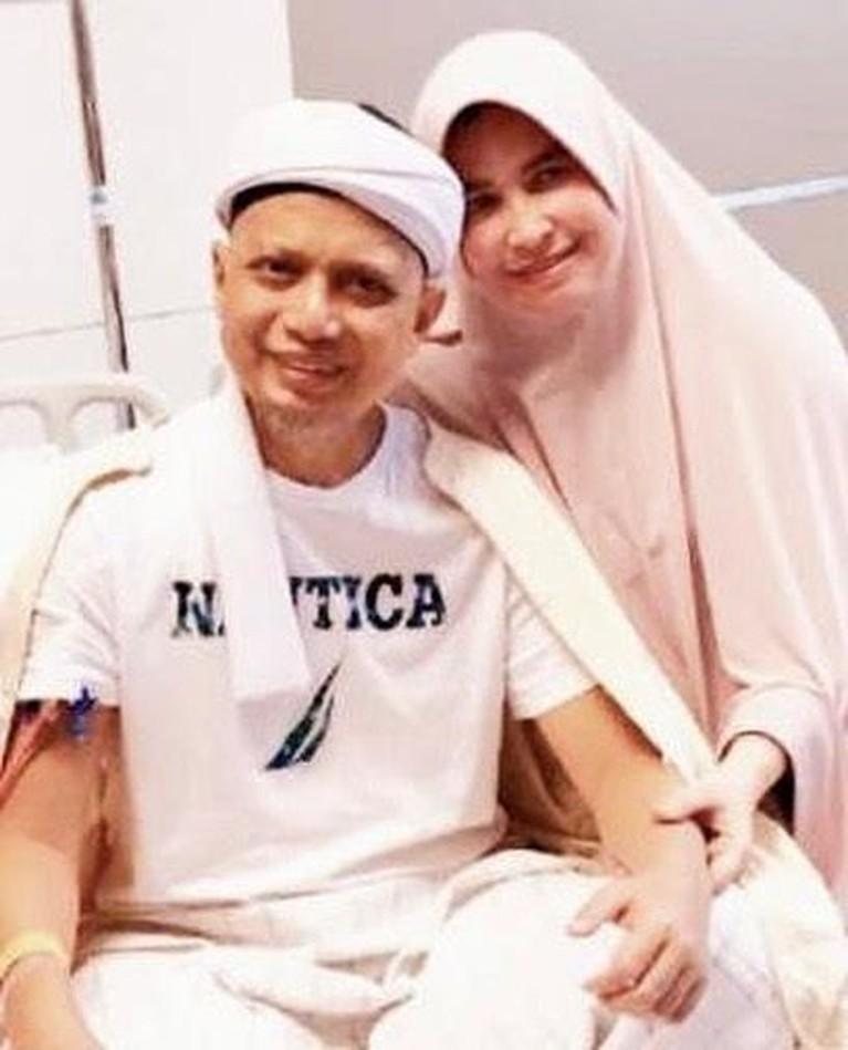 Sejak Arifin Ilham meniti karier sebagai pendakwah, Yuni selalu setia mendampingi baik senang maupun susah. Begitu juga saat ustaz harus menjalani pengobatan kemoterapi di Penang, Malaysia.