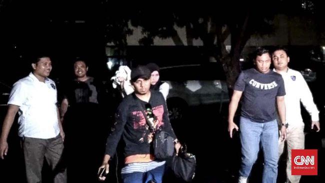 Polisi masih memburu dua muncikari dalam jaringan prostitusi online, keduanya masuk dalam daftar pencarian orang (DPO).