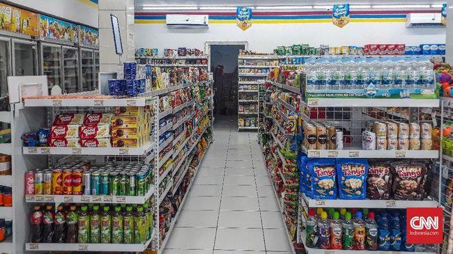 Toko ritel Indomaret di kawasan Depok menaikkan harga jual produk makanan dan minuman sebesar Rp200-Rp500 per barang per Januari 2019.