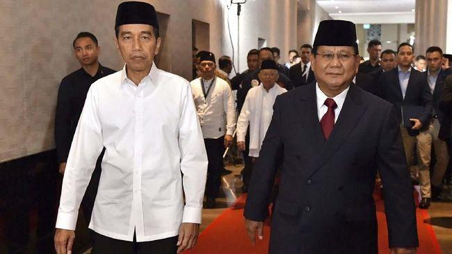Tumpukan kertas diyakini sebagai sontekan debat yang dibawa Prabowo-Sandi dan Jokowi-Ma'ruf dinilai sebagai bentuk ketidaksiapan mereka hadapi debat capres.