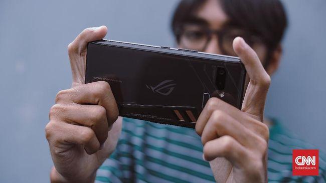 Asus mengaku banting setir dari TKDN software ke TKDN hardware untuk memboyong ROG 2 ke Indonesia.