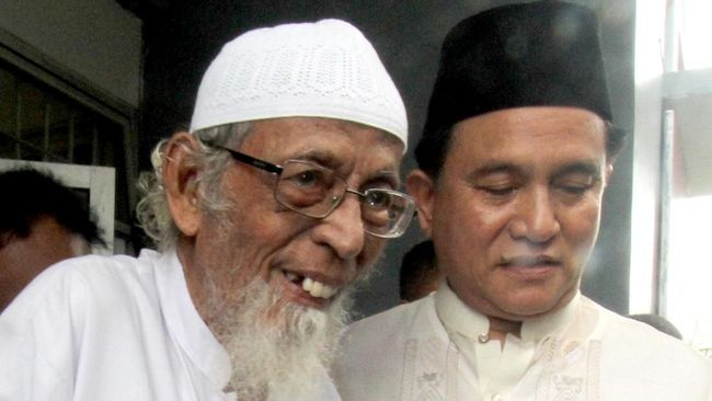 Yusril Ihza Mahendra menyebut Presiden Jokowi memintanya untuk memudahkan pembebasan terpidana terorisme Abu Bakar Ba'asyir dengan tiga alasan kemanusiaan.