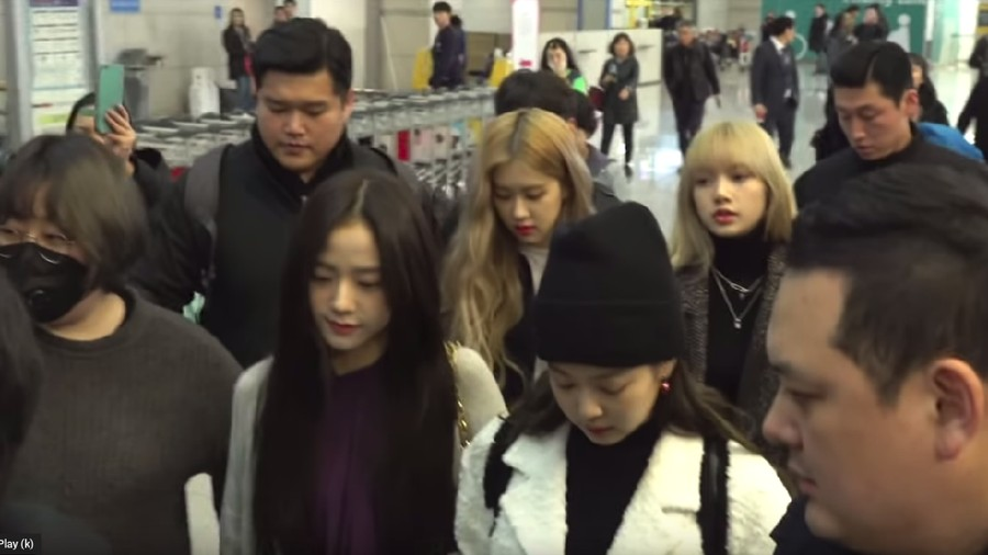 Ke Indonesia, Simak Outfit Mewah Lisa & Jennie BLACKPINK