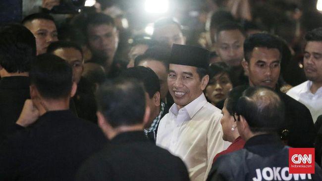 Presiden Jokowi menerima sambutan meriah dari warga, ibu-ibu teriakkan namanya sejak kedatangannya di Stasiun Rancaekek.