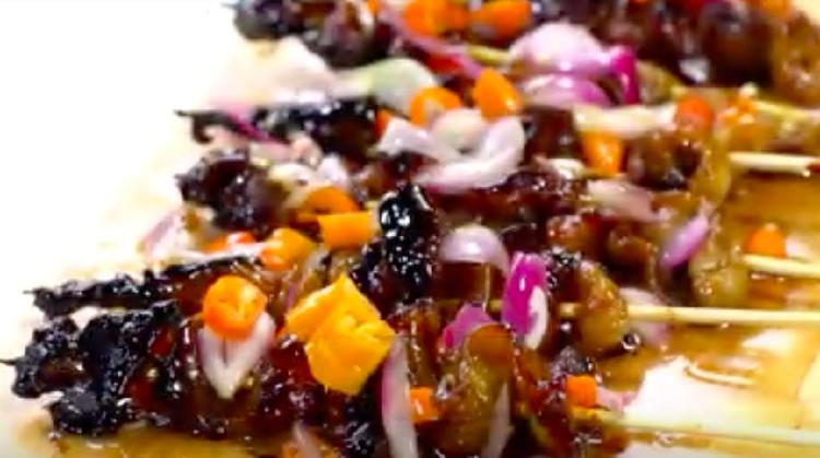 Resep Sate Kulit Ayam Sambel Dower bisa jadi menu pengganti sate ayam yang sudah biasa.