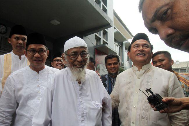 Pengamat Politik berpendapat ketidaktegasan Presiden Joko Widodo dalam upaya pembebasan Ba'asyir disebabkan kekhawatiran ditinggal pemilih saat Pilpres 2019.