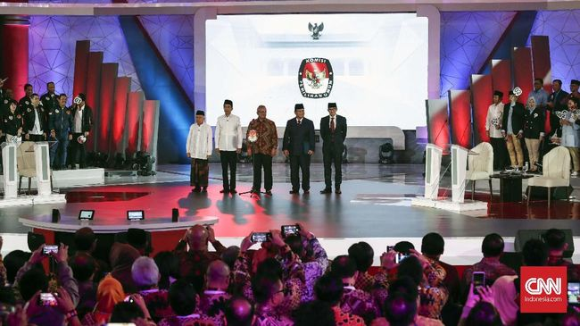 Live streaming debat cawapres di Pilpres 2019 antara Ma'ruf Amin dan Sandiaga Uno akan ditayangkan di CNNIndonesia.com pada Minggu (17/3).