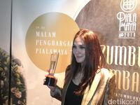 Menang Piala Maya, Luna Maya Anggap Ganjaran Kerja Keras