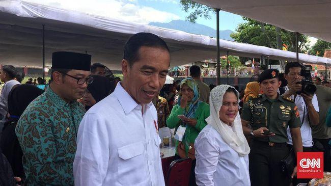 Jokowi membagi kisah itu saat menghadiri penyaluran Program Keluarga Harapan (PKH) Gedung Serbaguna Mandala, Kabupaten Garut, Jawa Barat, Sabtu (19/1).