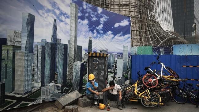 Ekonomi China pada sepanjang tahun lalu yang tercatat terendah dalam 28 tahun terakhir menimbulkan kekhawatiran terhadap risiko perekonomian global.