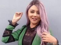 Jenita Janet Beranikan Diri Jadi Produser Dan Presenter