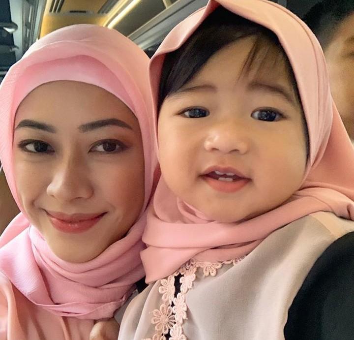 Coba lihat tingkah lucu anak Aliya Rajasa dan Ibas Yudhoyono, Gayatri Idalia atau kerap disebut Baby Gaia ini. Bikin gemas, Bun!