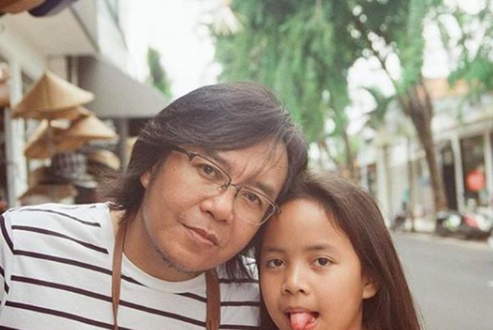 Penyanyi Ari Lasso punya anak-anak yang manis lho. Lihat yuk Bun, potret kompak Ari Lasso bersama istri dan putra-putrinya.