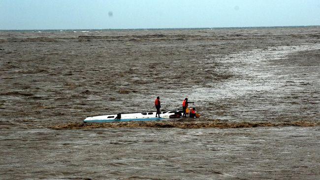 Seluruh anggota pramuka sebuah sekolah di Pasaman Barat yang menumpang kapal dari Pulau Panjang berhasil selamat setelah kapal mereka karam di tengah laut.