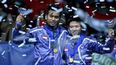 Indonesia's Tontowi Ahmad (L) and Liliyana Natsir pose with their trophies after winning their All England Open Badminton Championships mixed doubles final match against China's Zhang Nan and Zhao Yunlei in Birmingham, central England, on March 10, 2013. AFP PHOTO/BEN STANSALL (Photo by BEN STANSALL / AFP)