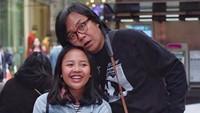 <p>Senyum Audra sumringah banget, kenapa ekspresi Ayah Ari kocak begitu? (Foto: Instagram/@ari_lasso)</p>