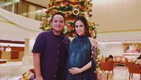 <p>Yeay! Saat ini, Momo 'Geisha' dan suaminya, Nicola Reza Samudra, sedang bahagia menantikan kehadiran anak pertamanya nih, Bun. Usia kehamilan Momo sudah masuk 7 bulan. (Foto: Instagram/ @therealmomogeisha)</p>